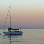 Segelboot im Abendrot